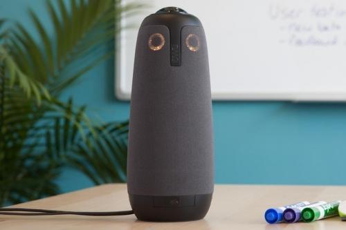 Meeting Owl to kamera 1080p obejmująca otoczenie w zakresie a 360°, wyposażona w autofocus, osiem mikrofonów i kartę Wi-Fi.