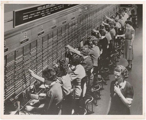 Telefonistki w centrali Bella