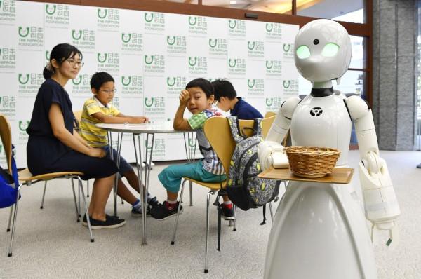 Robot w japońskiej kafejce