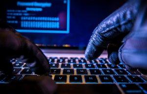FBI kontra niebezpieczni hakerzy-złodzieje