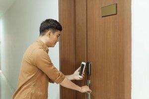 Jak smartfonem zhakować zwykły (analogowy) zamek do drzwi