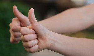 Naukowcy opracowali nakładkę, która zmienia palec w ładowarkę